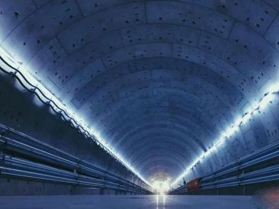 """""""穿越""""79米深的江水,国产超大直径盾构机掘进"""