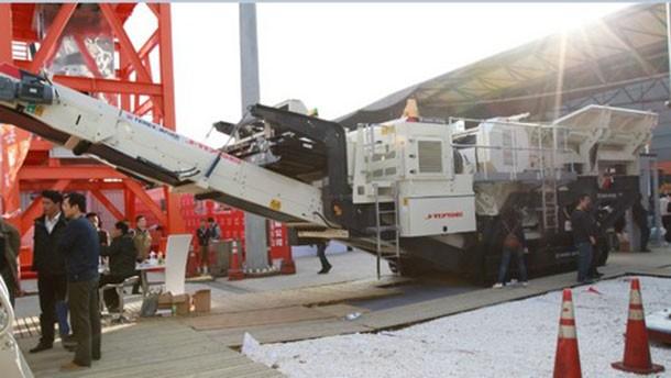 宝马展简讯∣ 南方路机再签售四台履带式移动破碎设备