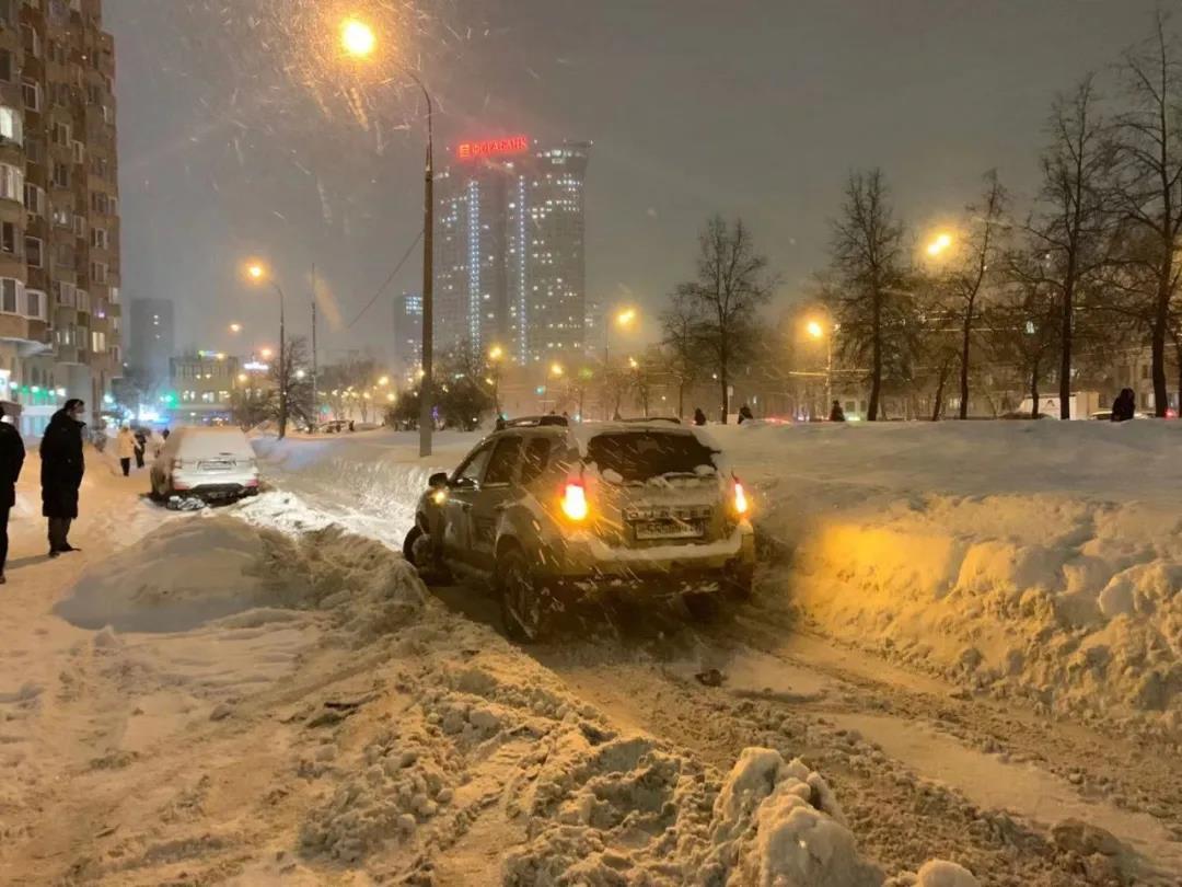 65年来最大降雪!数安博体育app十台临工装载机告急出动