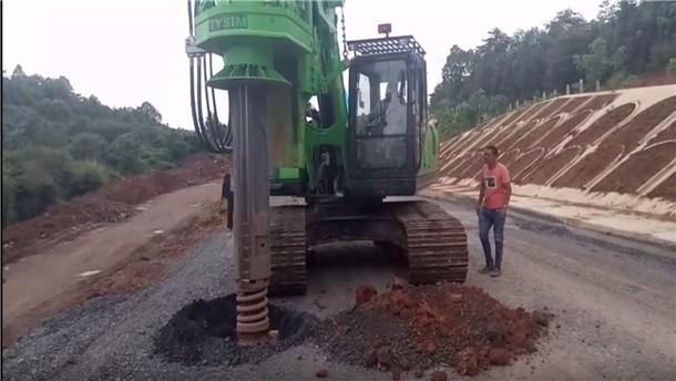 泰信KR125旋挖钻机硬路面施工