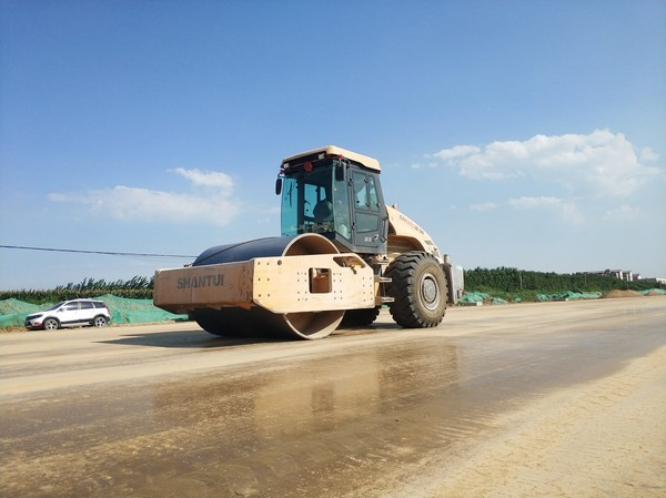 SR26M-3压路机助力各地项目施工
