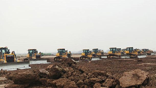 50余台推土机助力东北某新能源项目建设