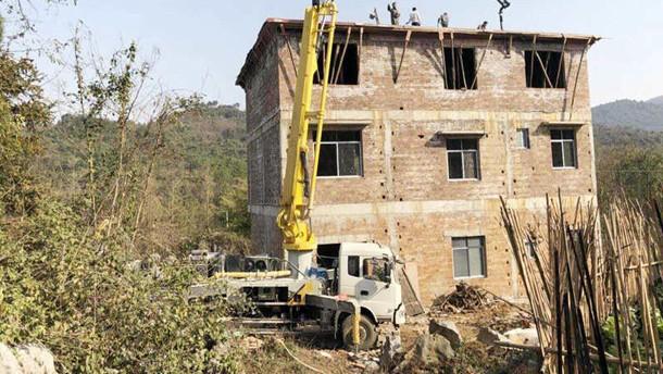 混凝土泵车助力新农村建设好运连连