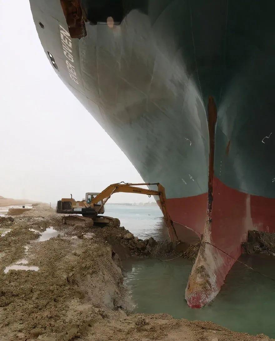 苏伊士运河通了,挖掘机司机网络吐槽走红:一晚损失40亿美元?爷先睡了