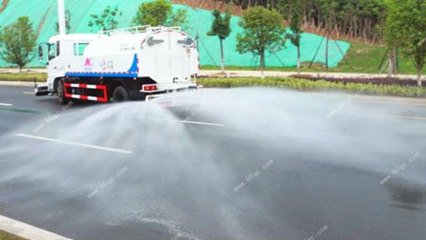 东风天锦高压路面清洗车清洗路面