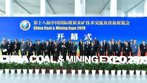 携手同心 共创未来———三三工业全断面煤巷掘进机点亮第十八届中国国际采矿展