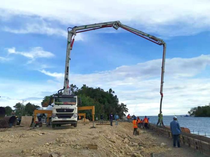 徐工泵車助力菲律賓保和島修堤壩建設