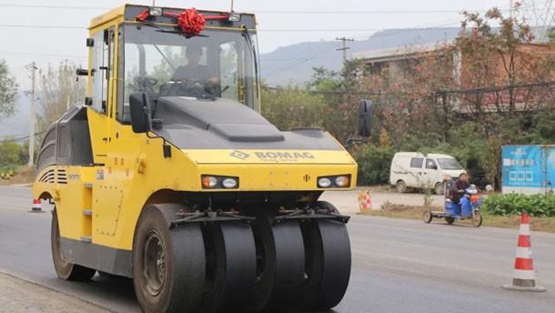 寶馬格輪胎式壓路機BW27RH