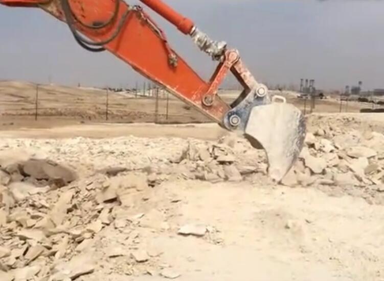 挖机松土器施工