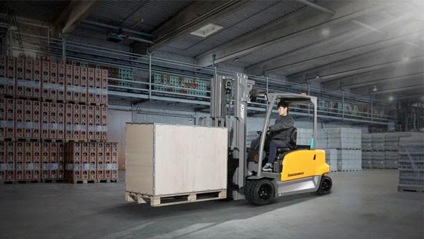 永恒力新品电动平衡重2.5-3吨
