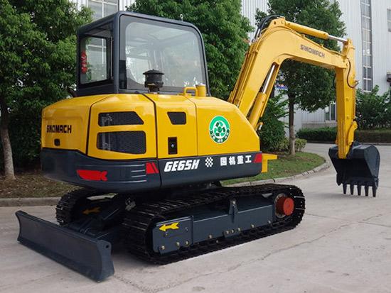 国重常挖全新研发又一小型挖掘机成功下线