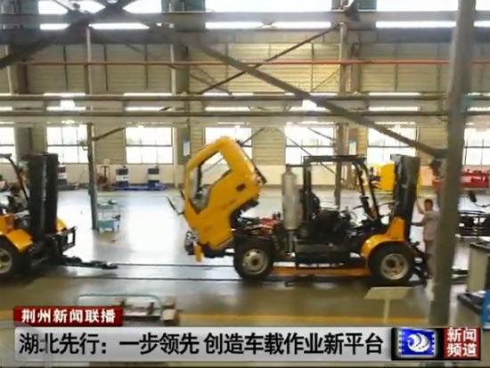 湖北先行公司首创多功能车载叉车