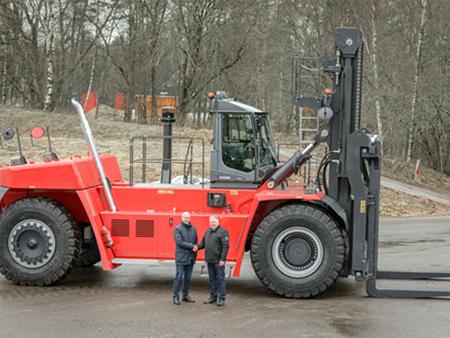 卡尔玛将交付两台超级重型叉车至芬兰钢厂