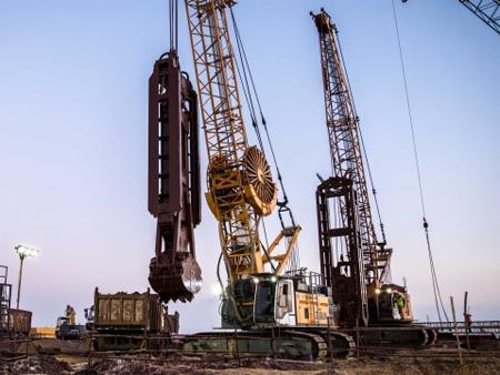 利勃海尔履带式起重机在苏伊士运河的基础设施项目