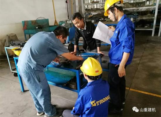 山重建机对缅甸服务人员开展挖掘机服务培训