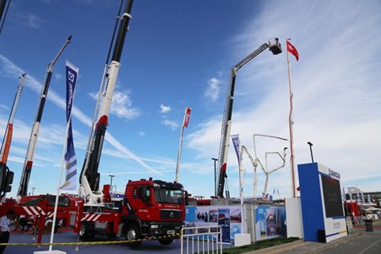 升级换代 多款中国重汽消防车底盘亮相北京消防展
