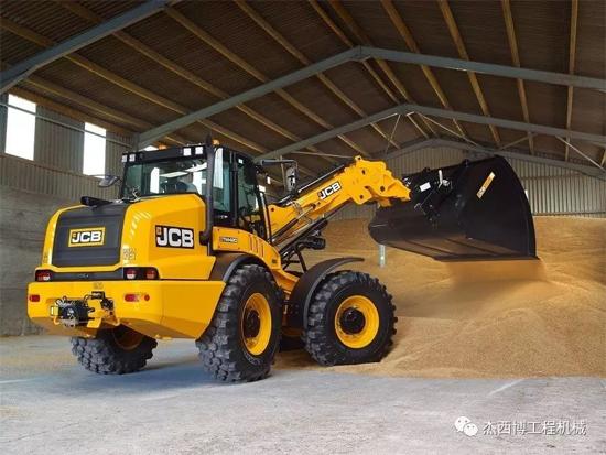 JCB新品伸缩臂式装载机TM420即将上市