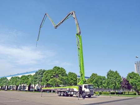 """中联重科""""4.0家族""""新成员——63米4.0混凝土泵车"""