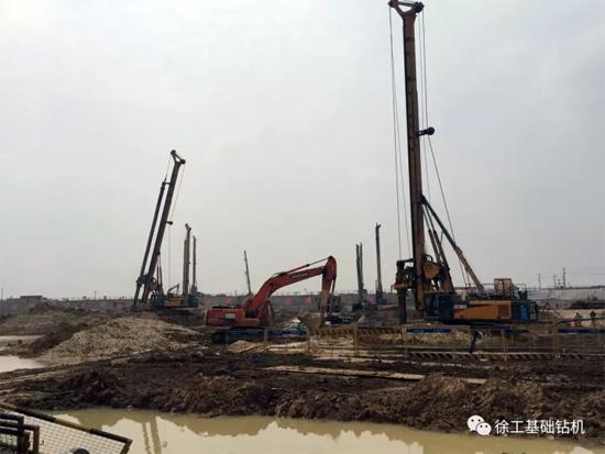 徐工基础26台旋挖钻机奋战在湖北襄阳东津高铁站!