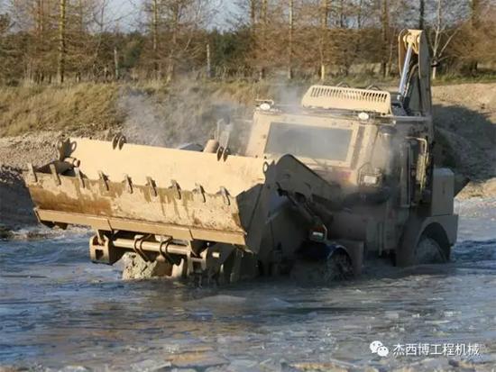 JCB 军工产品系列之二:高速军用两头忙
