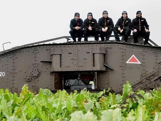 JCB 与Guy Martin联手打造一战Mark IV坦克