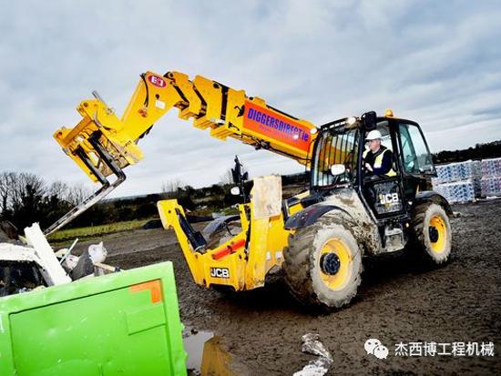 10台JCB Loadall伸缩臂叉装车,助力客户事业上新高