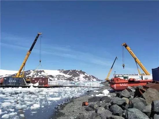 """4台徐工起重机凭借哪些""""极限本领""""让科考站屹立南极?"""