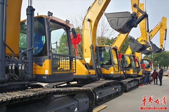 卡特重工张家界订货会获1300万挖掘机订单