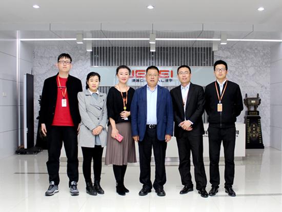 挖掘机械分会秘书长李宏宝莅临中国工程机械商贸网参观指导