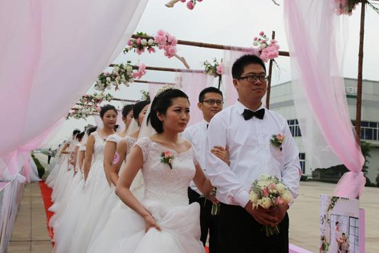 雷沃重工20周年集体婚礼浪漫举行
