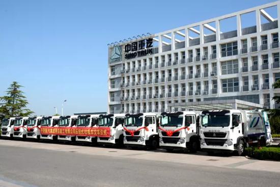 中国重汽压缩式垃圾车装备青岛环卫服务上合峰会