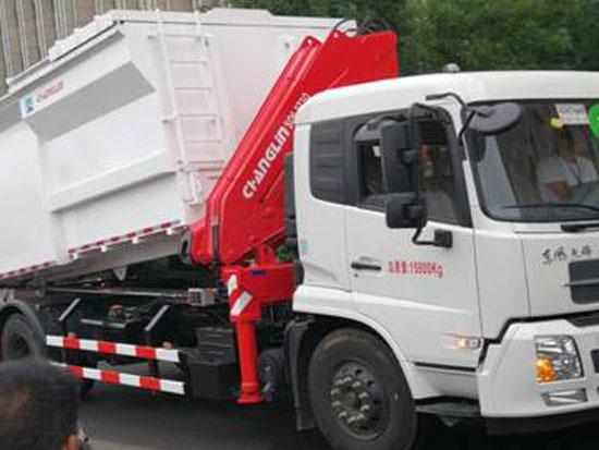 常林自装卸式垃圾车亮相山西环卫设备博览会