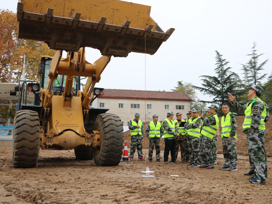 山工机械特种兵训练营青州站火热开赛