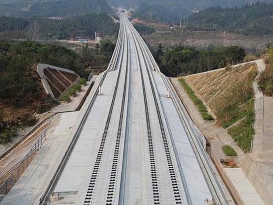 铁路工程质量标准15年来首更新 划质量红线防豆腐渣工程