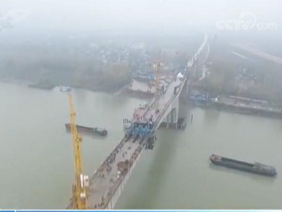 商合杭铁路跨淮河特大桥顺利实现合龙