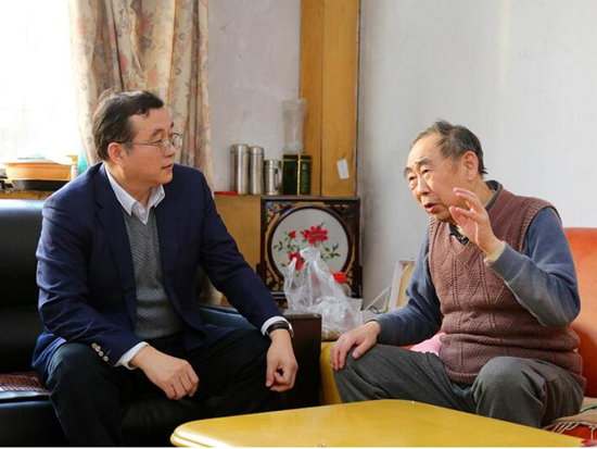 山东重工集团工会主席蒋力走访慰问山推离退休老党员