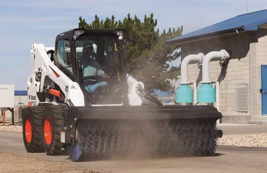 除雪与道路清扫就用斜角清扫器!高效又经济!