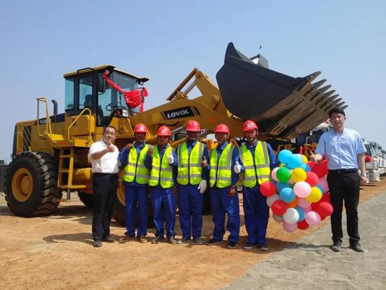 雷沃装载机亮相柬埔寨金港高速公路开工典礼