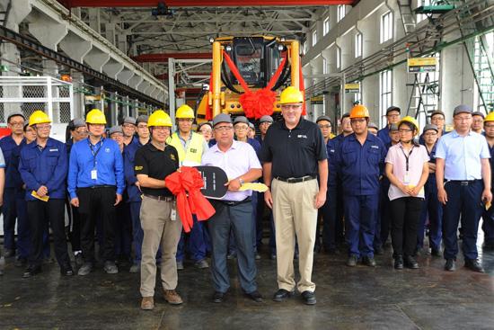 山工机械第2000台推土机下线仪式成功举办