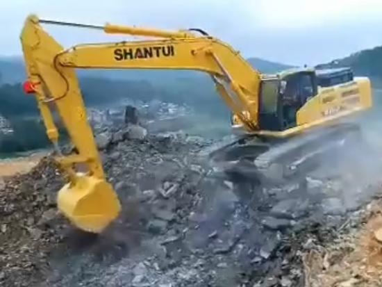 山推挖掘机现场施工