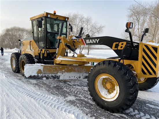 """""""全能神器"""" 三一C8系列平地机助力轻松除雪"""