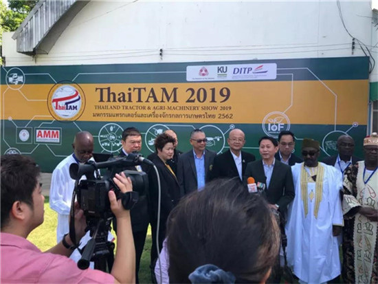 晋工与合作伙伴LEADWAY MACHINERY登陆泰国