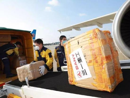 截至今天,三一已累计运回180万只口罩、11万套防护服