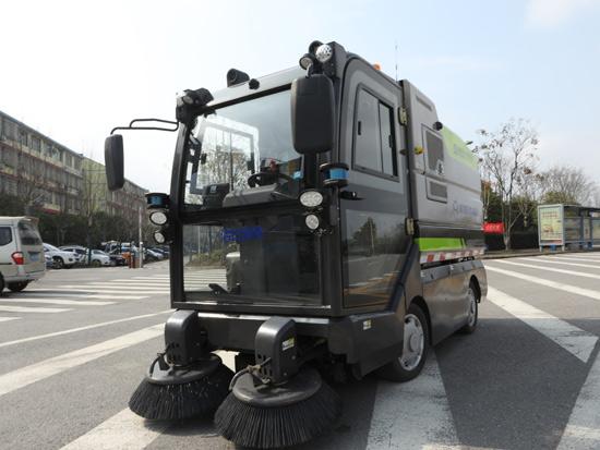 中联环境智能环卫机器人军团再添猛将!