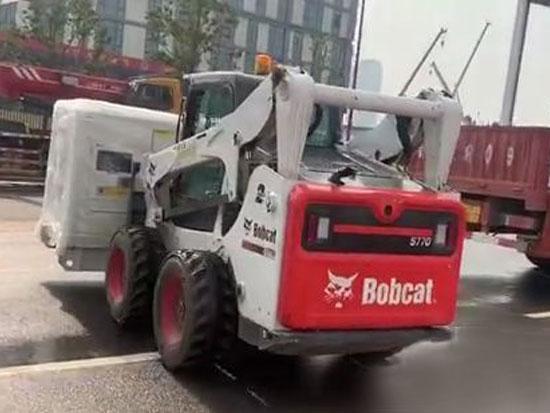 """山猫S16滑移装载机助力陕西""""小汤山""""建设!"""