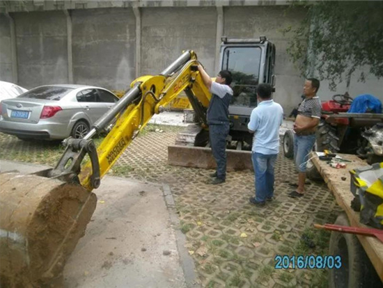 每次修好一台挖机,我都特别快乐