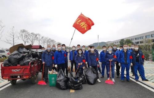 山河智能党员志愿者开展义务环境清扫