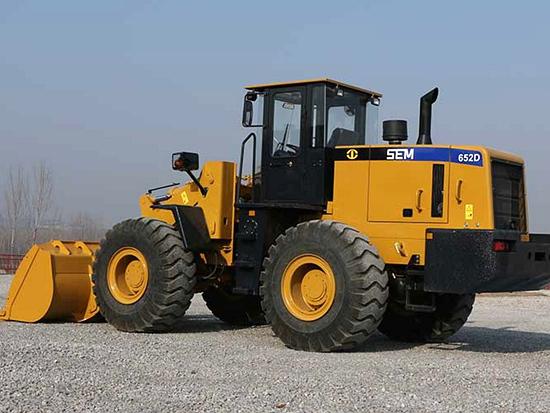 山工SEM652D轮式装载机:高效节能 耐久性强