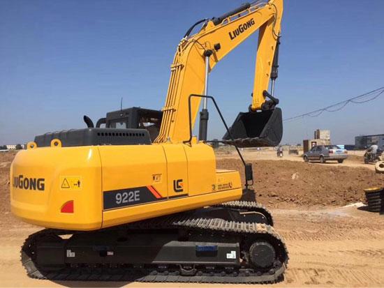 英国大客户一次性采购50台柳工922E挖掘机