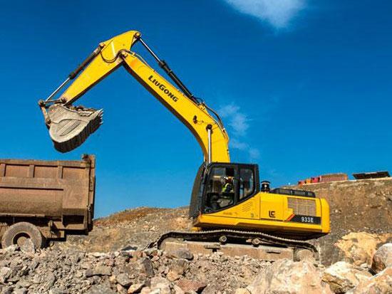 柳工933E挖掘机:双料状元引关注